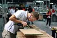 Мужчина производстве