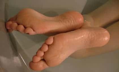 Сильно потеют ноги