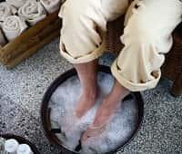 Мужские ноги с тазу