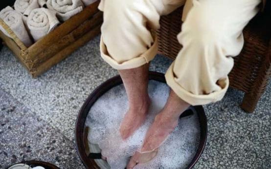 Чем можно лечить грибок на ногах между пальцами в домашних условиях