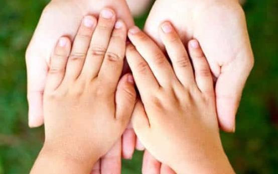 Почему у ребенка потеют ладошки и нормально ли это