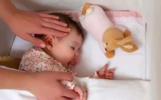 От чего может появляться холодный пот у ребенка во время сна