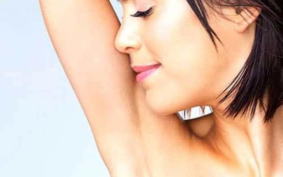 10 способов как избавиться от пота под мышками девушке
