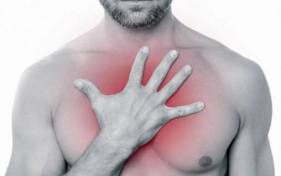 Что делать если у мужчин на грудине появились и чешутся красные пятна