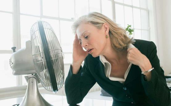 Причины холодного пота у женщин и профилактика