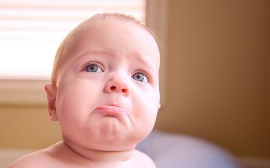 От чего возникло покраснение на головке у ребенка и что следует делать