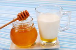 Лечение язвы двенадцатиперстной кишки теплым молоком и медом