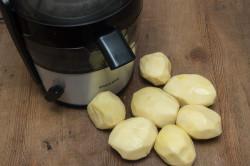 Получение картофельного сока в соковыжималке