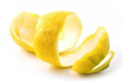 Польза лимонной кожуры при вздутии живота