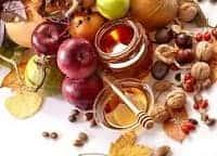 Мед, орехи и яблоки