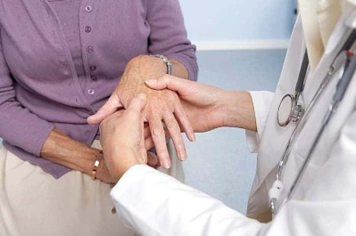 Папиллома на ладони: как лечить, фото