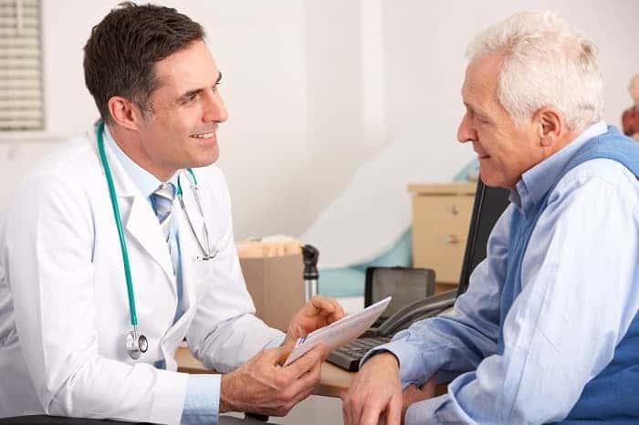 Какой врач лечит папилломы у мужчин