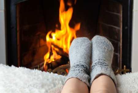 Ноги у камина